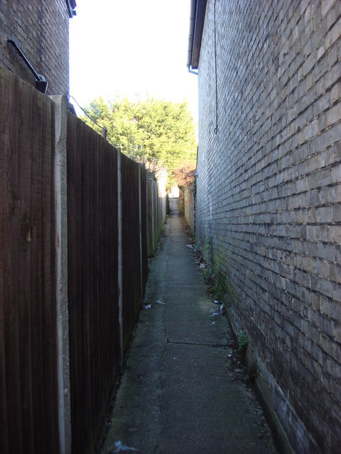 Alley between Melford Rd and Queen's Rd