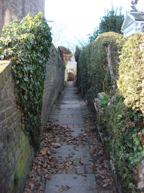 Alley between Gainsborough Rd and Beaconsfield Rd