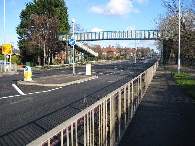Sutton: A217 Glastonbury Road footbridge