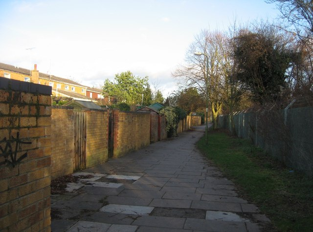 Footpath at the back of Harlech Close