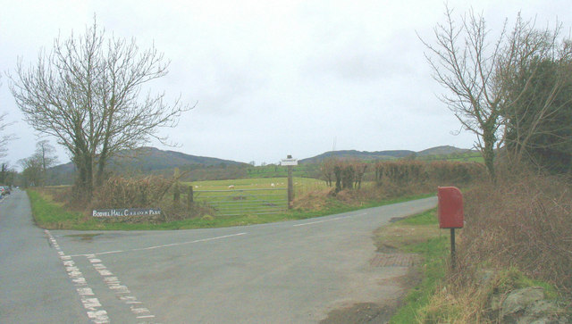 The entrance to the Gwnhinger road from the A497