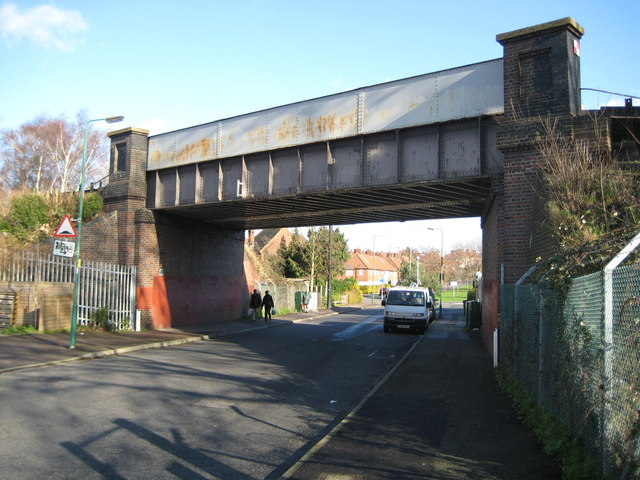 Morden: Love Lane / Forest Road railway bridge
