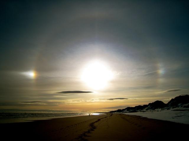 Ice halos above Foveran beach