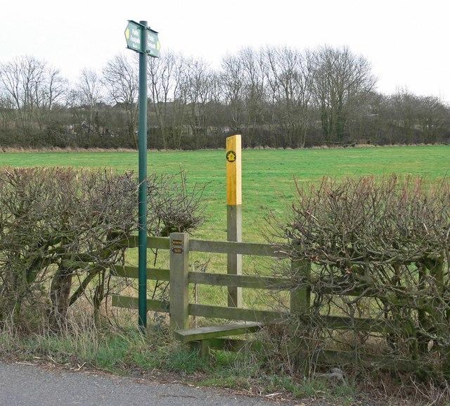 Public footpath along Fenn Lanes