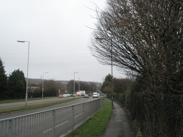 Looking east along Southampton Road