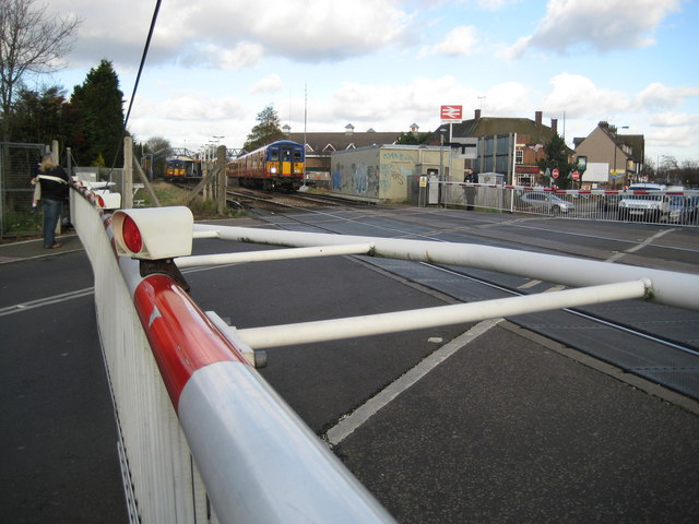 West Barnes: West Barnes Lane level crossing