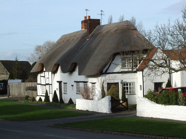 Cottages opposite church, Lower Quinton