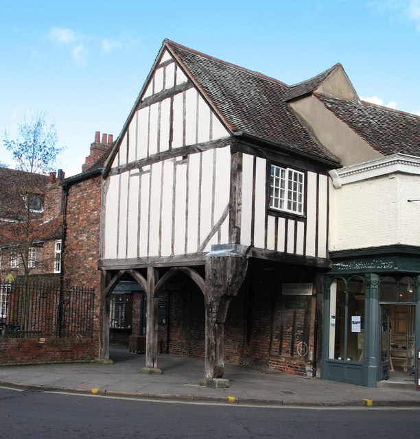Old gatehouse, College Street