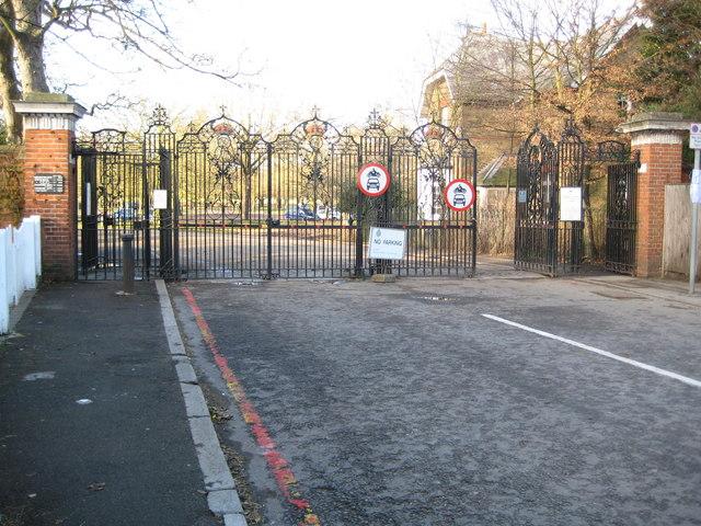 Richmond Park: Robin Hood Gate