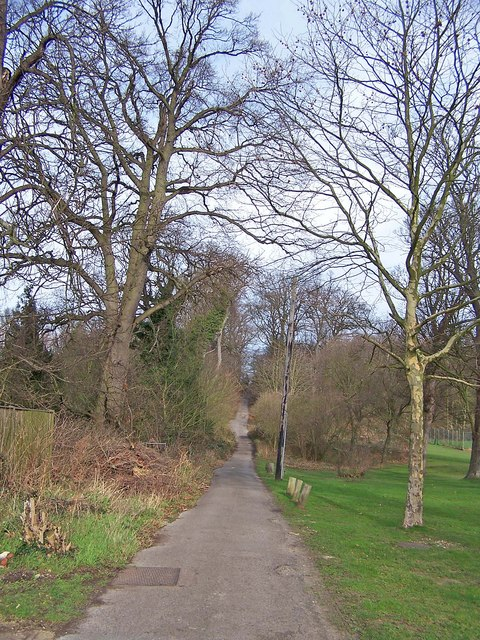 Footpath towards Bobbing from Grove Park
