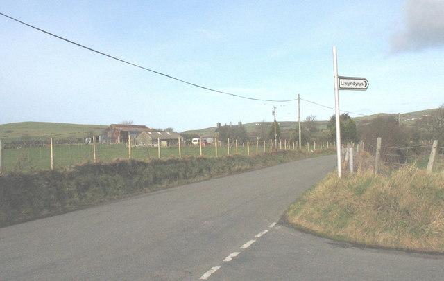 Tynrhos Farm from the Llwyndyrys turnoff