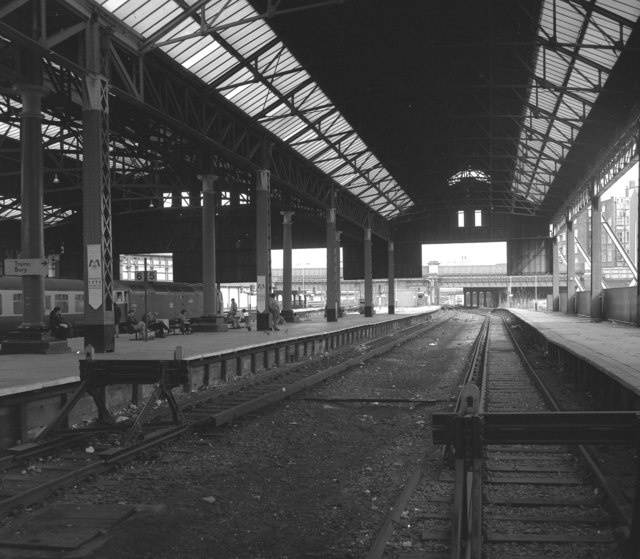 Platforms 4 and 5, Manchester Victoria