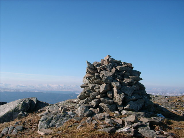 Carn a' Chuilinn summit cairn