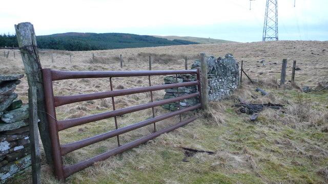 Gate near top of Kinpurney Hill