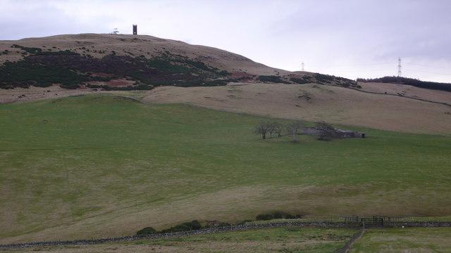Farm buildings and Kinpurney Hill