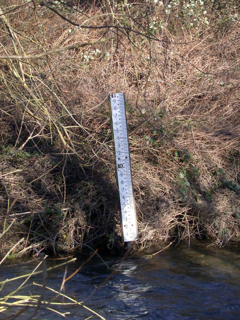 Flood gauge on the Cam at Hauxton