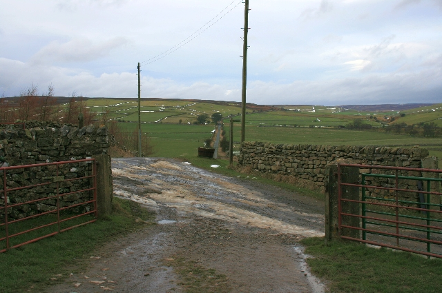 Track to Nun Cote Nook Farm