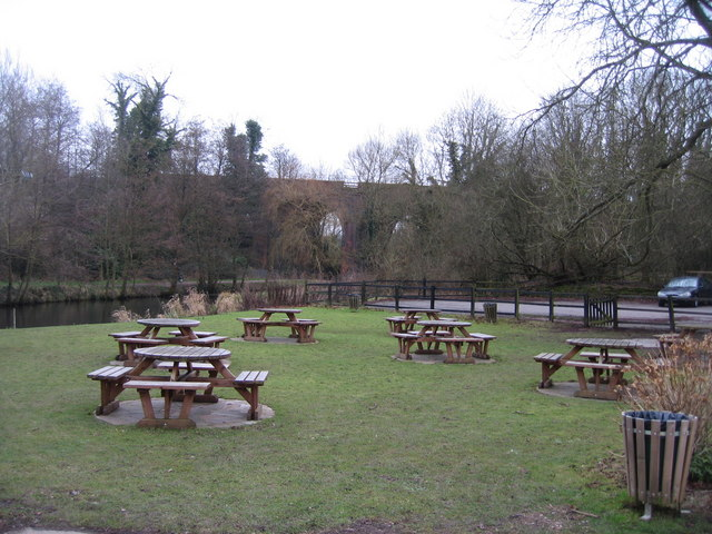 The Millstone pub garden on the banks of the Loddon