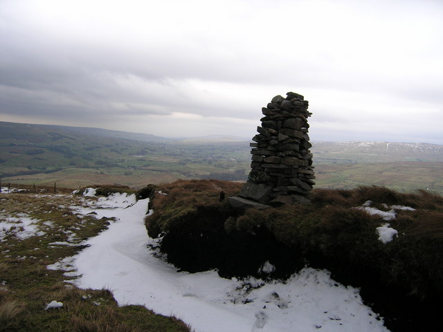 Cairn on northeastern end of Sandy Hill