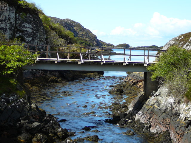 Bridge at the Eastern end of Loch Roe