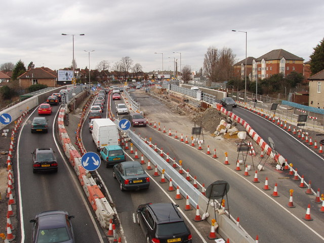 Traffic on temporary bridge during replacement