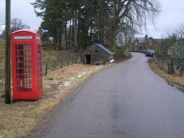 The road through Brewlands Bridge