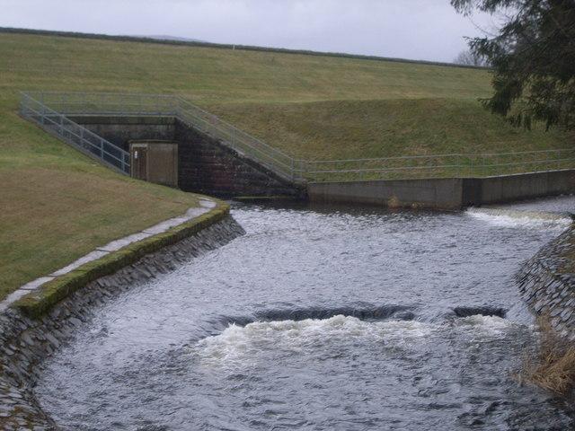 Loch Lintrathen - outflow
