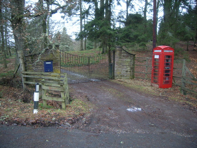 Pearsie Telephone Kiosk, at crossroads
