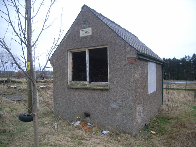 Fordoun derelict telephone exchange from front