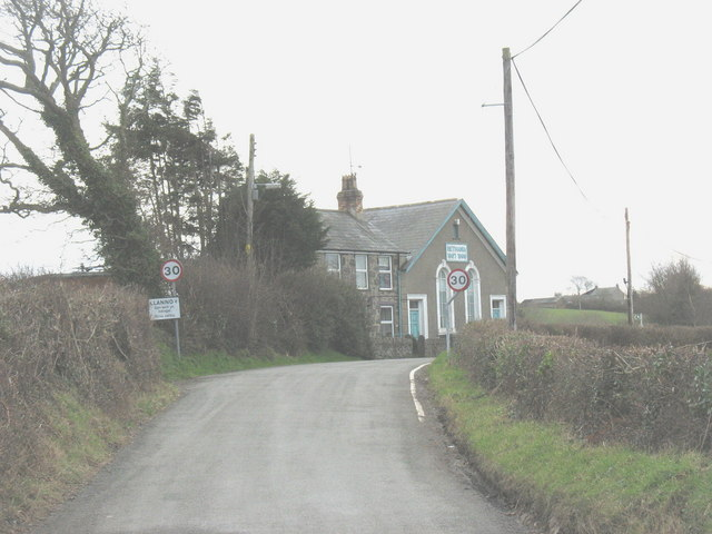 The northern approach to the village of Llannor