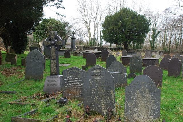 Mynwent Eglwys Beuno Sant Deneio Pwllheli Churchyard