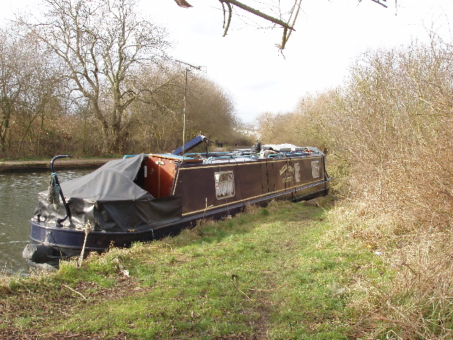 Narrowboat moored by Horsenden Hill