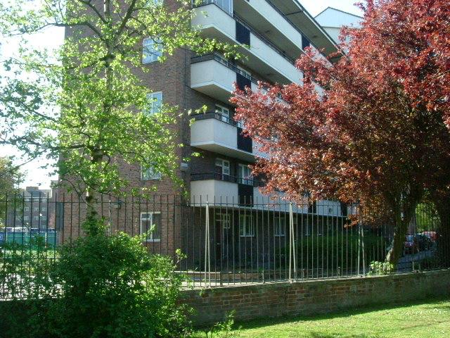 Batman Close / Hammersmith Park, W12