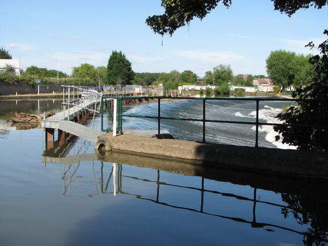 Evesham Weir,  still going strong on 31st July 2007