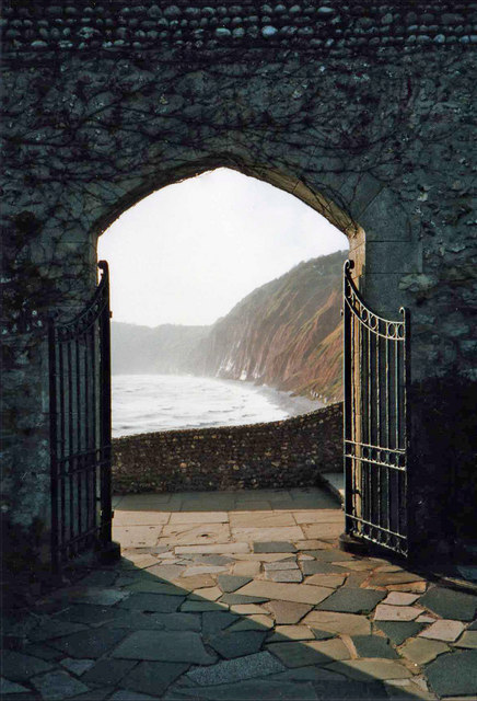 Archway leading to the Jacob's Ladder access to the beach