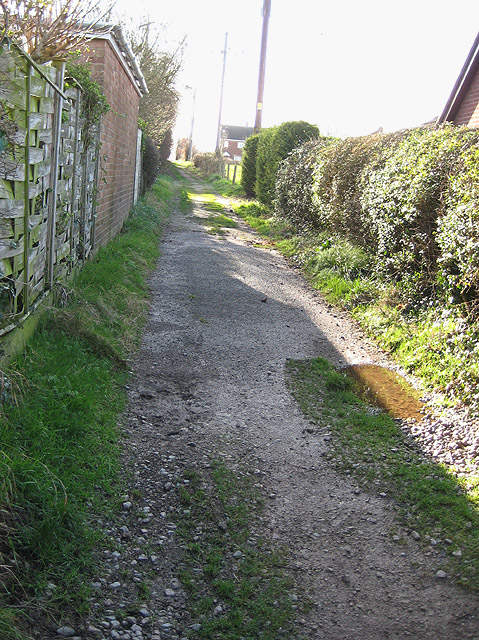 Footpath through houses to Pitt's Mill