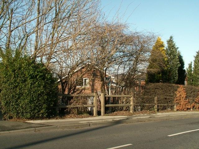 Footpath to Huddersfield Road
