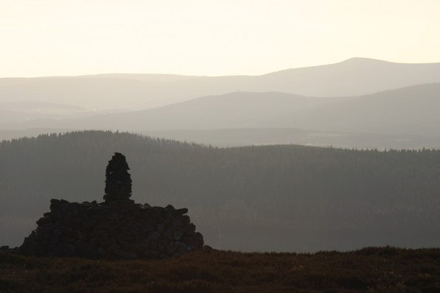Large cairn near summit of Benaquhallie