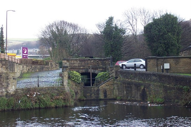 Bridge over disused Halifax Canal