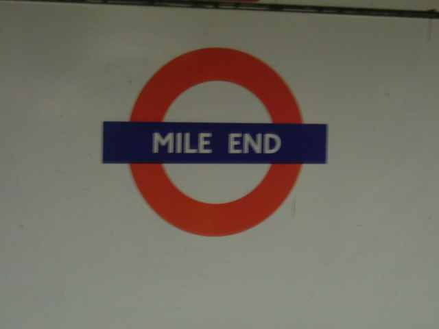 Mile End station - Central Line platforms