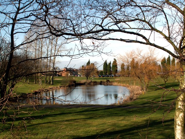 Silkstone Golf course pond and Clubhouse