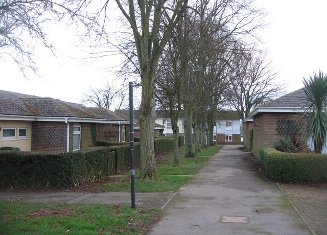 Footpath between Bury Road and Dover Close