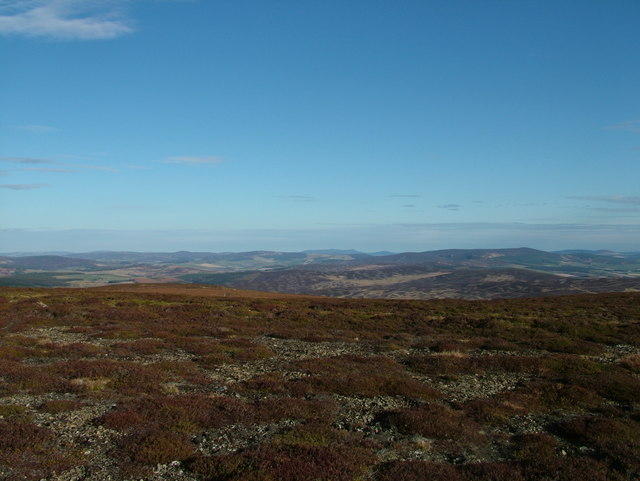 Mullachdubh looking northeast towards Bennachie