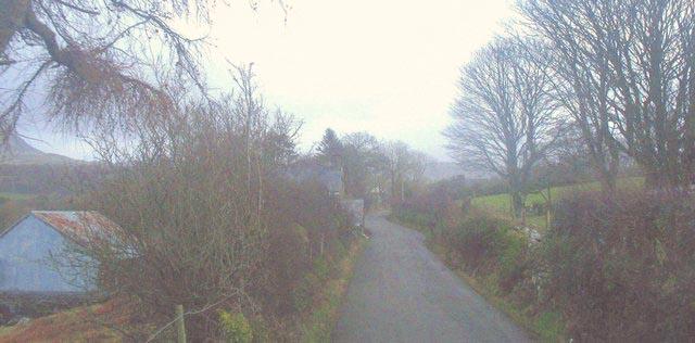 Road past Plas-enwogrwydd