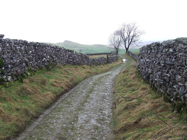 Walled Track above Stainforth Village
