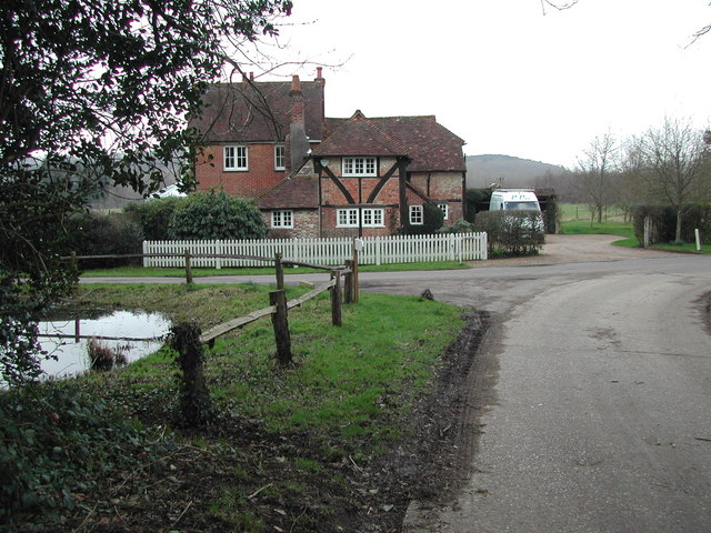 Hullhatch House and pond