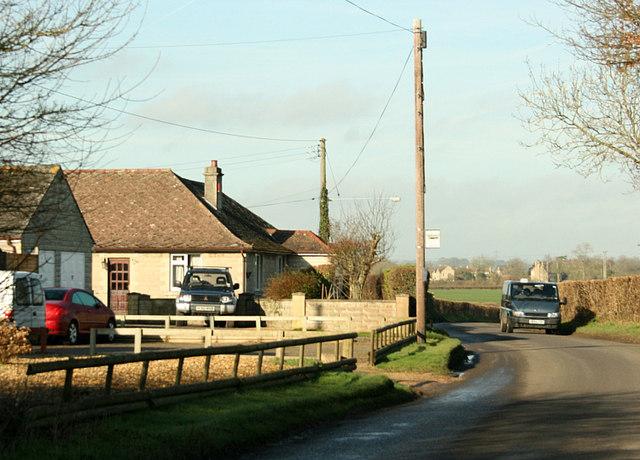 2008 : Bungalows near Broughton Gifford