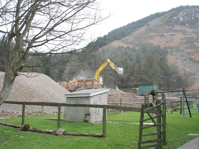 Stone crusher in use at Nant Gwrtheyrn