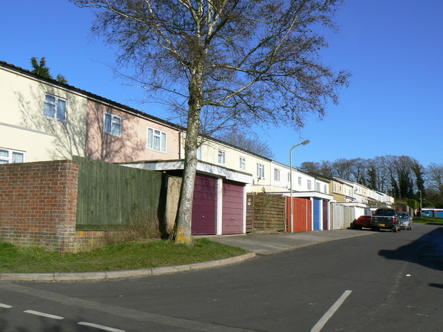 Garages & housing off Kenilworth Road