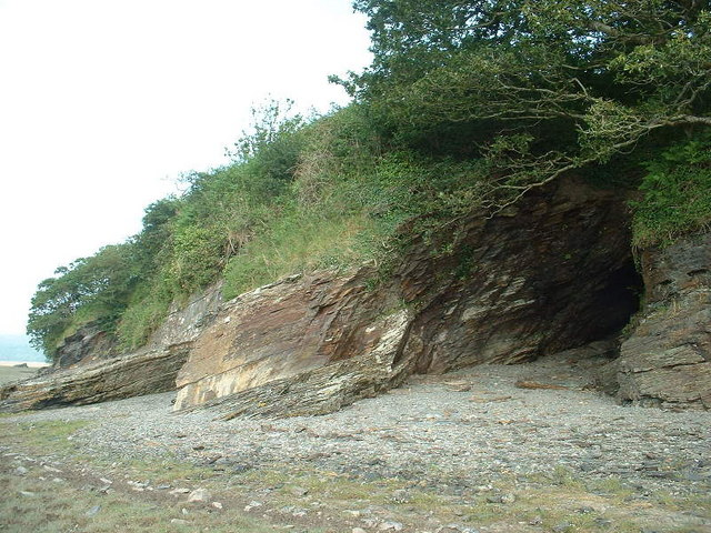 Shoreline cave